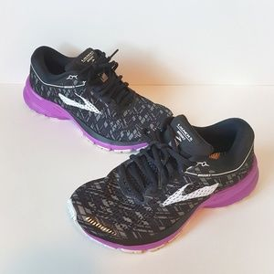 Brooks launch 5 tennis shoes size 6